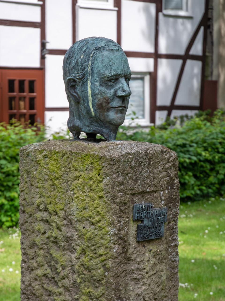 Porträtkopf von Bernd HartmannHartmann Denkmal