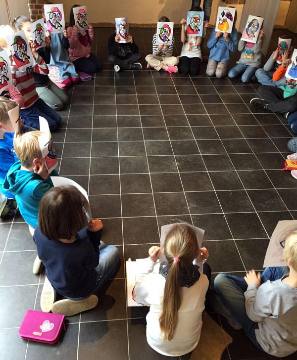 Kinder im Wiedenbrücker Schule Museum