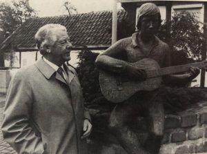 Hubert Hartmann mit dem Gitarrenspieler
