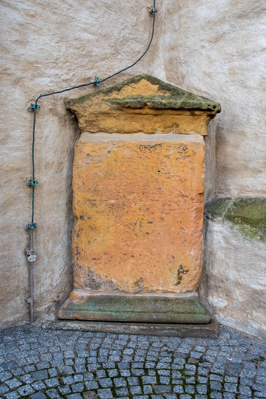 Grabplatten an der Evangelischen Stadtkirche Rheda