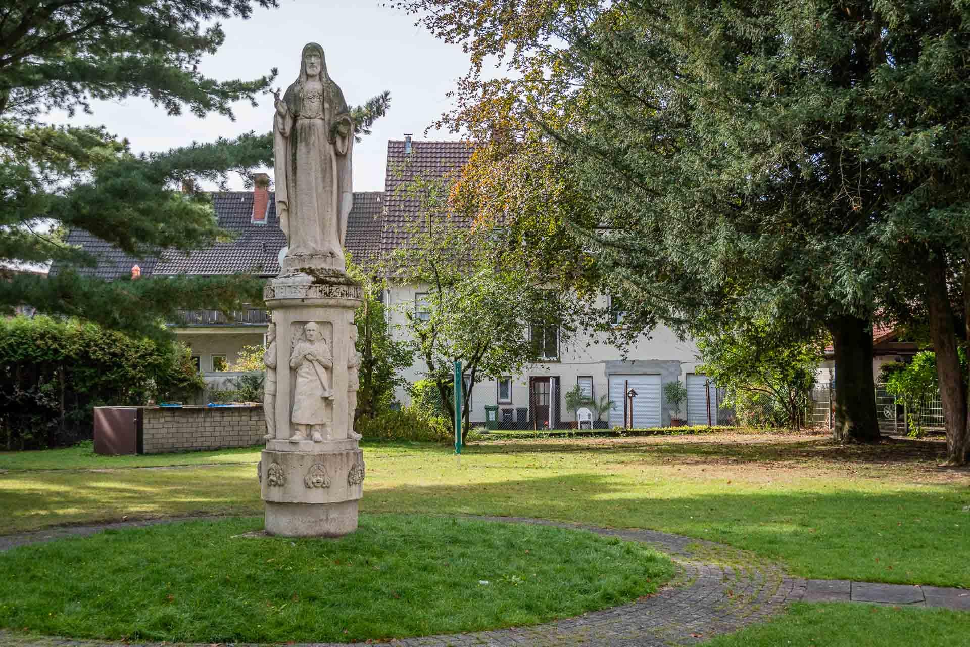 Herz-Jesu Statue in Pastors Garten